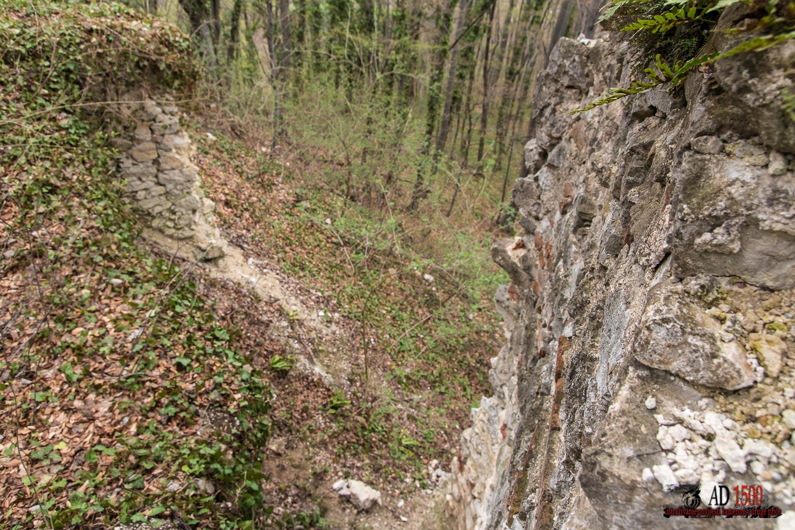 Odronjeni dio koji je povezivao istočni i sjeverni zid